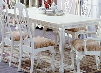 实木餐桌怎样搭配桌布好  这样做更合适