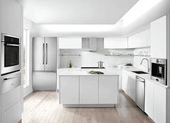 烤漆橱柜门优点都有哪些 你还在纠结选哪种材质吗