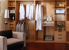 走入式衣柜的保养 让衣柜更耐用