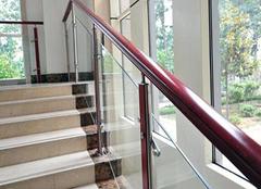楼梯扶手的材质介绍 让你有更多选购途径