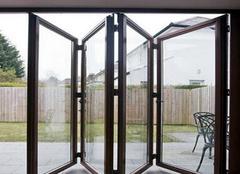 铝合金折叠门怎么买  铝合金折叠门