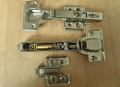 橱柜铰链尺寸怎么选 橱柜铰链如何安装
