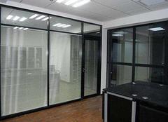 办公室玻璃隔断的五大优势 2018主流材料