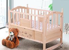 宝宝睡婴儿床的利弊有哪些 为孩子成长带来保护