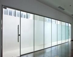 玻璃贴膜和窗帘哪个好?看了你就知道了