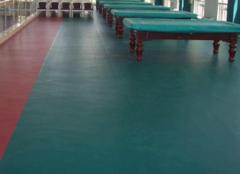 塑胶地板拿什么洗 盐酸能清洗塑胶地板吗