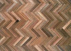 实木地板和复合地板哪个好 地板如何挑