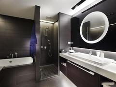 不同材质浴室柜优缺点介绍 三种市面常见的浴室柜