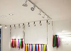 服装店的轨道灯怎么安装 轨道灯离墙多少距离合适