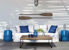 装修客厅用木地板家具如何搭配