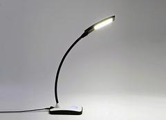 孩子学习用什么台灯好 台灯黄光好还是白光好