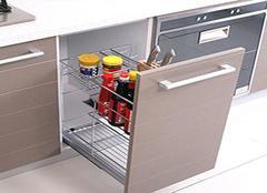 厨房装拉篮还是抽屉好 橱柜安装拉篮实用吗
