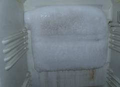 冰箱冷冻室结冰是什么原因 冰箱冷冻室排水口在哪