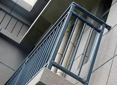 阳台防护栏如何改造 阳台防护栏多少钱一米