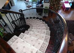 楼梯地毯什么材质好 楼梯地毯多少钱一平米