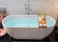 浴缸每天都要清洁吗 浴缸顽固污渍怎样清洗