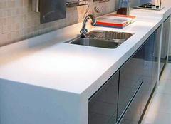 厨房台面用什么颜色瓷砖耐脏 厨房橱柜台面颜色搭配技巧