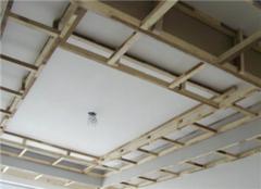 房子吊�用什麽材料好 家�bξ石膏板吊�多少�X一平米