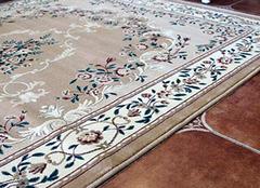 混∞�地毯是什麽材�  混把�@名�~���Z�鸾o提前一下呢�地毯的��缺�c