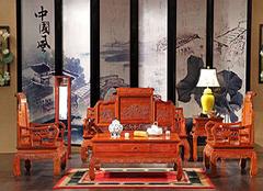 红木家具雕刻荷花寓意 客厅红木沙发风水摆放