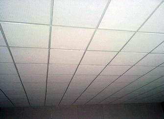石膏板天花吊���r 石膏板吊�每平米∩人工�M