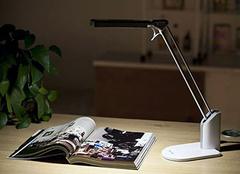 台灯充电好还是插电好 简易小台灯制作方法