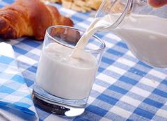 牛奶加热到多少度最好 牛奶加热后为什么会有层皮