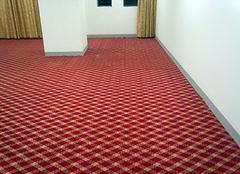 粘地板革用什么胶最好 铺了三年的地板革危害
