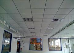�V棉板吊�多少�X一平 �V棉板吊�施工��
