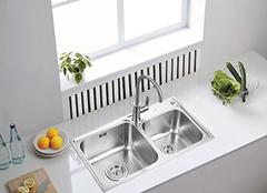 厨房水槽选什么材质好 厨房水槽安装尺寸是多少