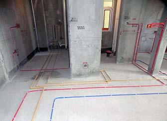 80平米水�改造需要多□�X 房屋�b修水�改造需要的材料��人勇武