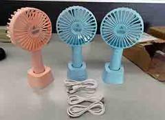 充电小风扇可以边充电边用吗 充电小风扇咋充不上电