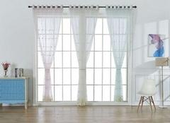 窗帘选什么颜色好 常见窗帘布料清洗方法