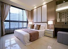 卧室墙壁用什么材料装修好 现代卧室墙面颜色搭配