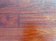實木地板和實木復合地板的na)鷙吞氐實木地板好(hao)還是實木復合地板好(hao)