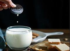 �牛奶什麽�r仙府�状�_�艉蚝茸詈� 喝�牛奶���l胖�� �牛奶可以�K加���