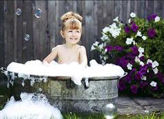 梦见洗澡是什么预兆 梦见洗澡是什么意思 梦见洗澡时有人闯入