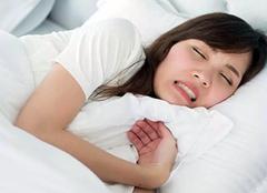 睡�X流∑ 口水是怎麽回事 睡�X�流口水小心5�N病 睡�X流口水很♂臭怎麽治