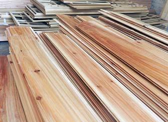 杉木板材和松木板材哪���好 杉木板金毛猿王材的��缺�c 杉木板材�r格多少【一��