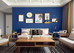 深蓝色配什么颜色好看 深蓝色怎么调出来的 深蓝色和什么颜色最搭