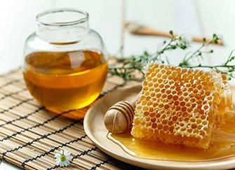 蜂王浆和蜂蜜的区别 蜂王浆的作用与功效及禁忌人群 蜂王浆的保质期多久