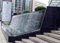 水幕墻制作方法 一個水幕墻要多少錢 怎樣把水幕墻均勻出水
