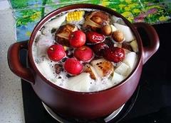 砂锅煲汤有什么好处 砂锅煲汤和铁锅煲汤有什么区别 砂锅煲汤要多久