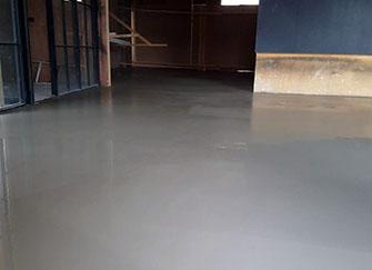 水泥地坪漆和环氧地坪漆的区别 水泥地坪漆的做法 水泥地坪漆价格多少钱