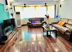 客厅是铺地板好还是瓷砖好 家庭铺哪种地板比较好 木地板哪个牌子好