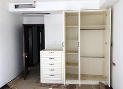 衣柜是木工打好还是定制好 木工打衣柜多少钱一平方 新房装修定制衣柜用什么板材好