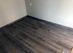客厅踢脚线一般多高 客厅踢脚线用瓷砖好还是实木好 客厅踢脚线多处返潮