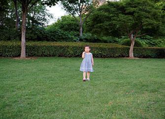 梦见自己小时候的样子是什么意思 梦见小时候的人和环境 梦见自己变成很小的人