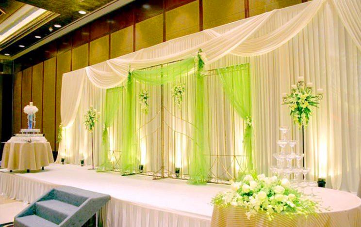 谁有婚礼现场布置图片?给我做个参考!