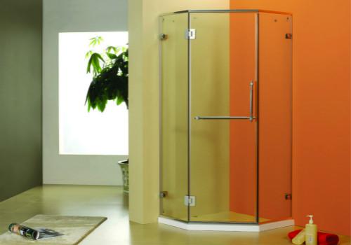 如何才能让淋浴房设计的更大化?